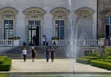 Venaria real, Podgórski region, Włochy Czerwiec 2017 Wspaniały park pałac fotografia stock