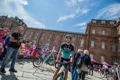 Venaria Reale, Italie le 25 mai 2018 : Davide Formolo, Bora Hansgrohe Team, dans le transfert à partir de l'autobus aux signature photo stock