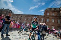 Venaria Reale, Italie le 25 mai 2018 : Davide Formolo, Bora Hansgrohe Team, dans le transfert à partir de l'autobus aux signature image libre de droits