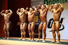 Vencedores do copo aberto do bodybuilding Fotos de Stock