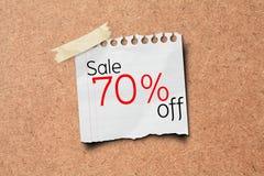 venda de 70% fora do borne do papel da promoção na placa da cortiça Imagem de Stock