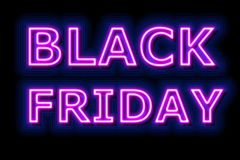 A venda de Black Friday de néon assina dentro o azul no fundo preto fotos de stock royalty free