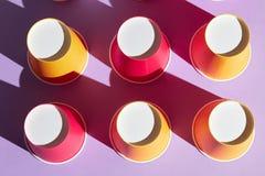 Venda de copos desposable plásticos para o suco fotografia de stock