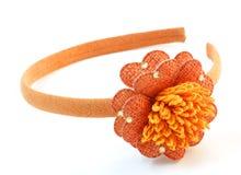 Venda del pelo con una flor anaranjada Fotografía de archivo