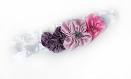 Venda del satén con las flores Imágenes de archivo libres de regalías