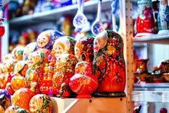 Venda do Natal de lembranças do russo no quadrado vermelho do Kremlin imagem de stock royalty free