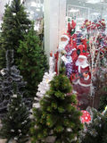 Venda do Natal, Santa Claus, árvores de Natal Fotos de Stock Royalty Free