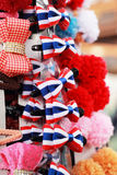 Venda dos gancho de cabelo no mercado Fotos de Stock