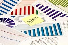 Venda em cartas e em gráficos Fotografia de Stock Royalty Free