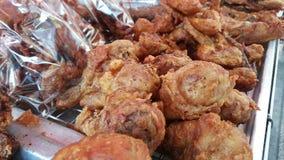 Venda fritada do vendedor de alimento da rua da galinha foto de stock