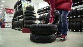 Vendas da loja dos pneus para as rodas video estoque