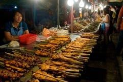 Vendas do alimento no templo justo em Tailândia Fotos de Stock Royalty Free