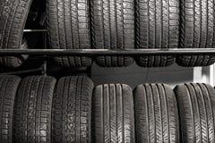 Vendas do pneu da cremalheira dos pneus fotografia de stock