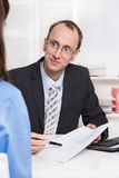 Vendas financeiras do conselheiro um seguro. Foto de Stock