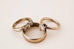 Vendas y anillo de compromiso de boda Imagenes de archivo