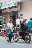 Vendedor ambulante de las gafas de sol en Saigon Foto de archivo