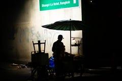Vendedor ambulante en Bangkok imagenes de archivo