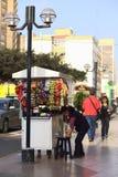 Vendedor ambulante en Lima, Perú Imagen de archivo libre de regalías