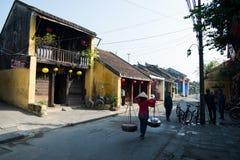 Vendedor ambulante na cidade antiga de Hoian, Vietname Imagens de Stock