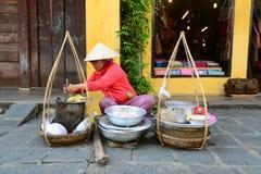 Vendedor ambulante na cidade antiga de Hoian, Vietname Imagem de Stock Royalty Free