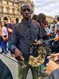 Vendedor ambulante Selling Paris Souvenirs Foto de Stock Royalty Free