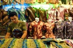 Vendedor Bandung Indonésia 2011 do Batik Imagem de Stock