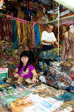 Vendedor Bandung Indonesia 2011 del batik Imagenes de archivo