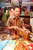 Vendedor Bandung Indonesia 2011 del batik Fotografía de archivo libre de regalías