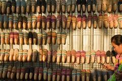 Vendedor Bangkok Tailandia del zapato de la calle Imagen de archivo libre de regalías