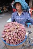 Vendedor camboyano de la calle Imágenes de archivo libres de regalías