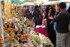 Vendedor da massa e de molhos italianos Foto de Stock Royalty Free
