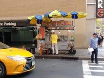 Vendedor de alimento da rua, poder do vendedor! NYC, NY, EUA Imagens de Stock Royalty Free