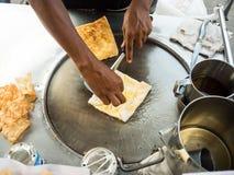 Vendedor de alimento friável tailandês da rua do roti fotos de stock
