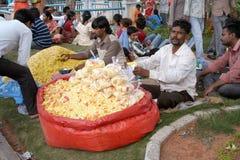 Vendedor de alimento indio de la calle Imagenes de archivo