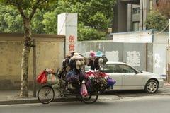Vendedor de calle en Shangai, China Foto de archivo libre de regalías