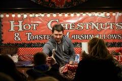 Vendedor de comida de la Navidad Imagenes de archivo
