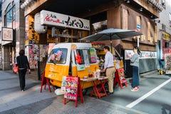 Vendedor de comida del coche en el área de Shibadaimon fotografía de archivo libre de regalías