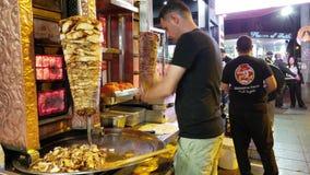 Vendedor de comida de la calle de Shawarma en la calle de Haldon metrajes