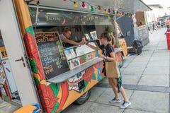 Vendedor de comida móvil Imagen de archivo libre de regalías