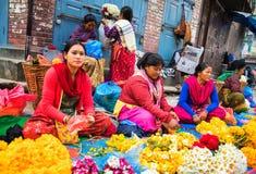 Vendedor de flor em Kathmandu fotos de stock royalty free