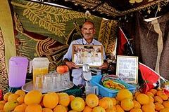 Vendedor de jugos en Marrakesh Imágenes de archivo libres de regalías