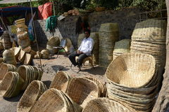 Vendedor de la cesta foto de archivo libre de regalías