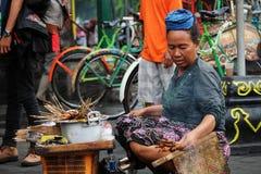 Vendedor de la comida de la calle en la calle de Malioboro Foto de archivo libre de regalías