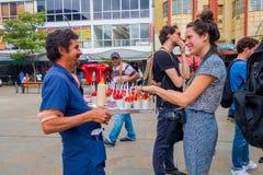 Vendedor de la fresa en las calles de Medellin Imagen de archivo libre de regalías