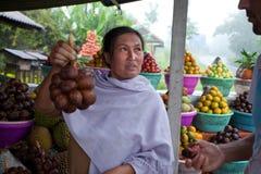 Vendedor de la fruta Imágenes de archivo libres de regalías