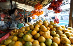 Vendedor de la fruta Imagen de archivo libre de regalías