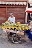 Vendedor de la fruta del cactus de la calle Imágenes de archivo libres de regalías