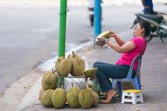 Vendedor de la fruta del Durian Imagenes de archivo