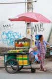 Vendedor de la fruta en Saigon Imagen de archivo libre de regalías
