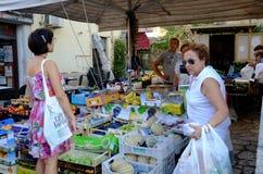 Vendedor de la fruta y verdura Imagenes de archivo